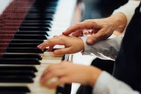 Learn to Play Piano Online With Flowkey