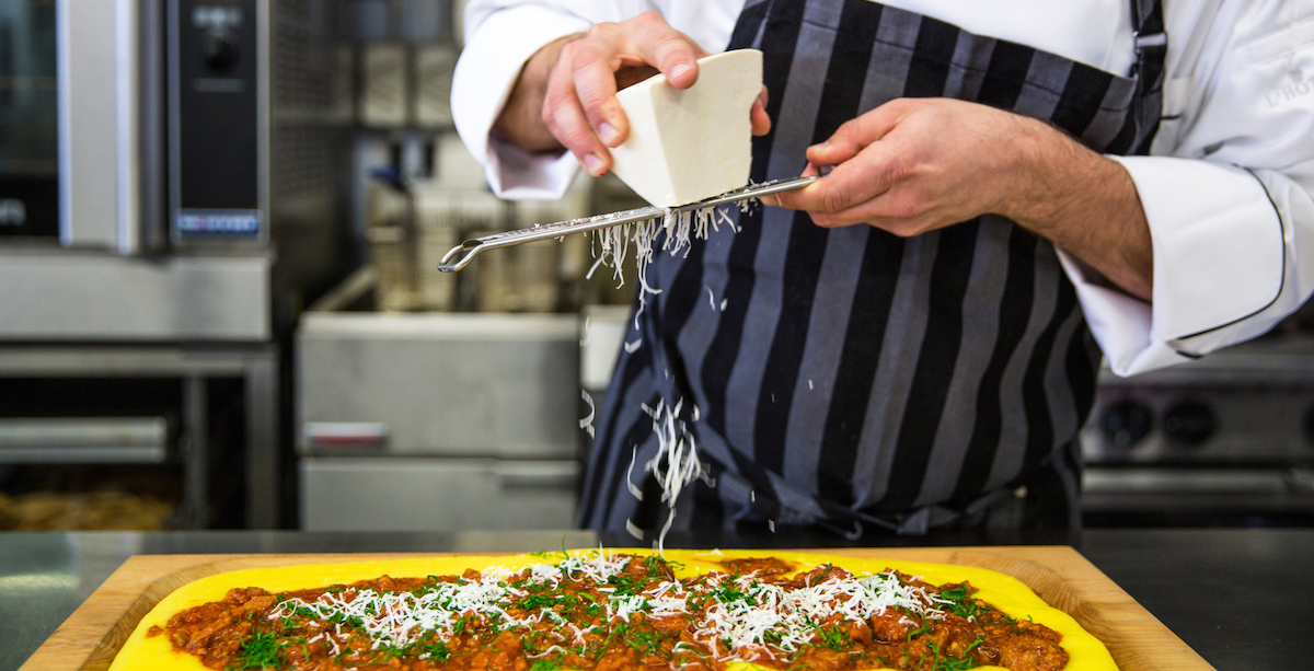 How Can You Benefit From Hiring a Private Cook For Party Food?